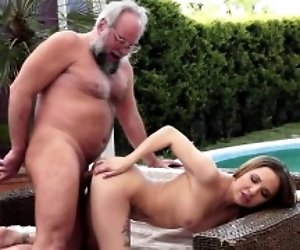 Young babe outdoor fucking...